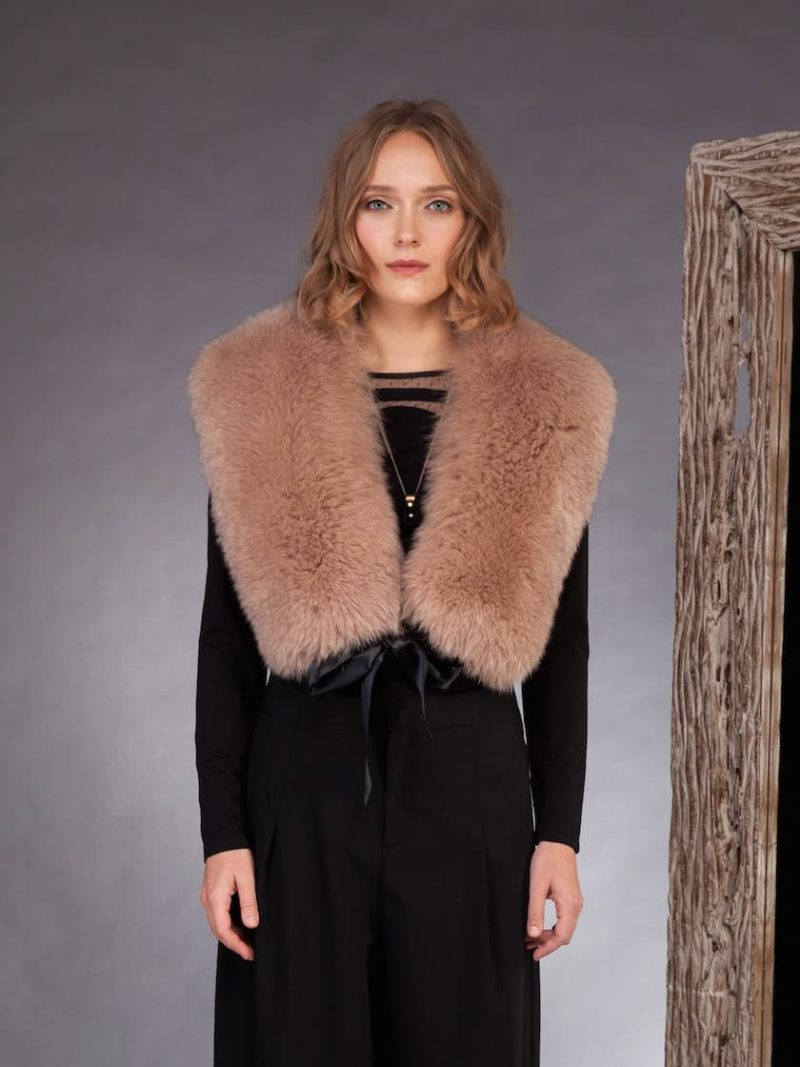 Long beige fox fur collar tied with satin band