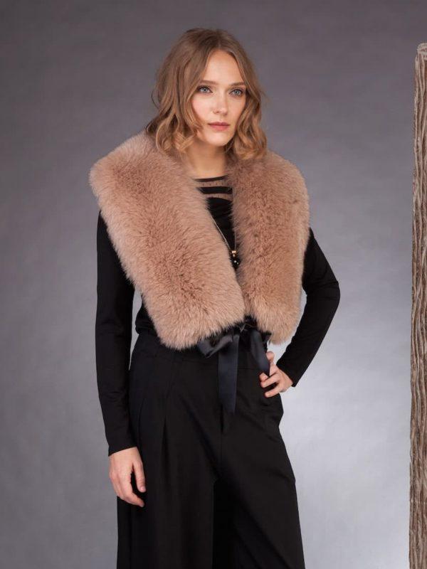 Long beige fox fuLong beige fox fur collar tied with satin bandr collar