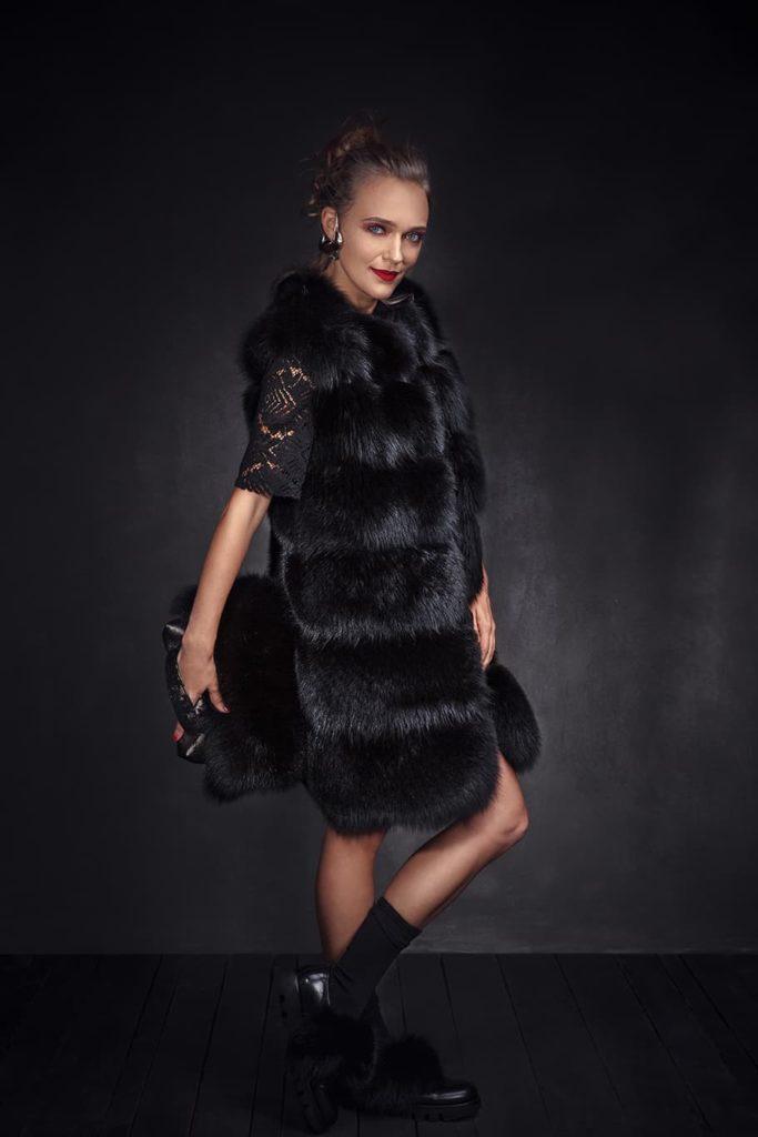 How to wear black fur vest