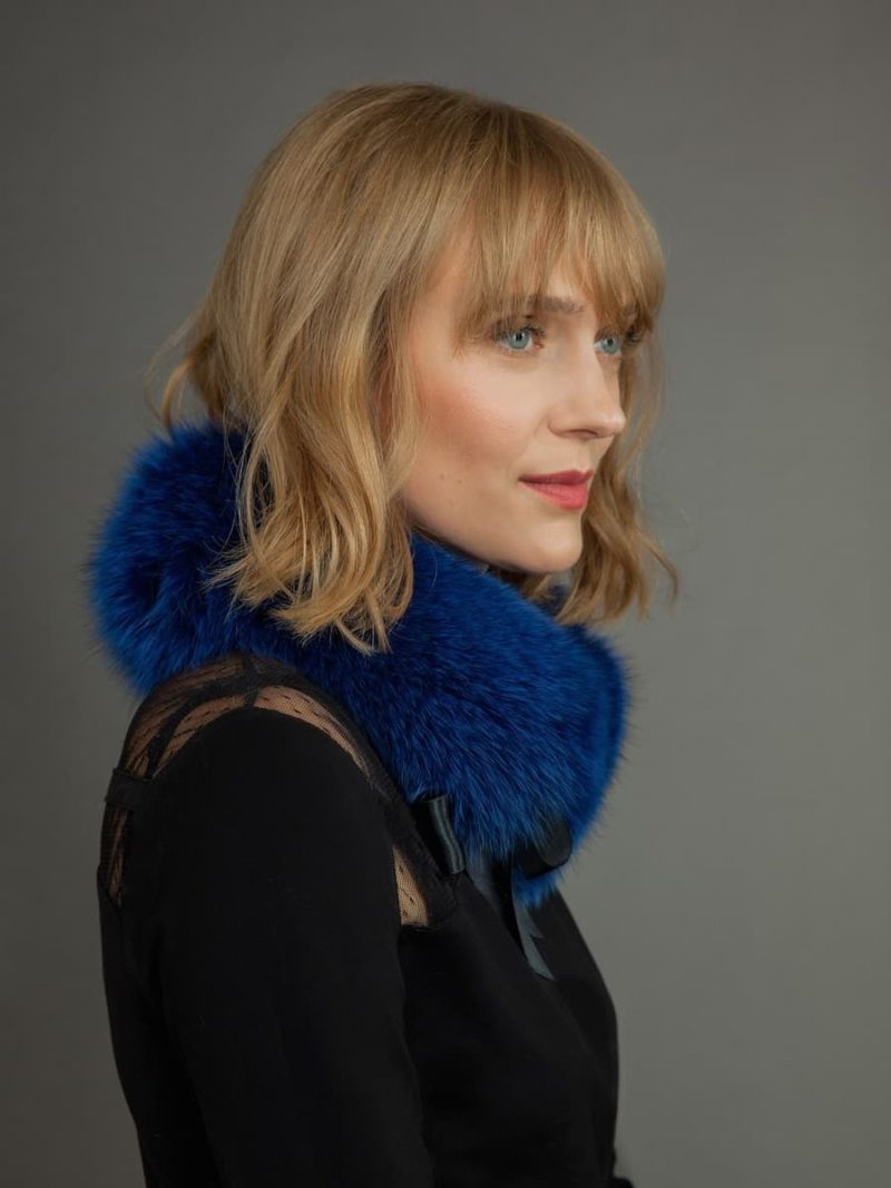 Blue fox fur scarf tied with atlas band