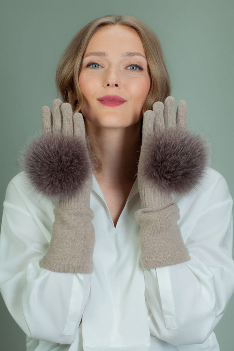 beige cashmere wool gloves with brown fox fur decoration