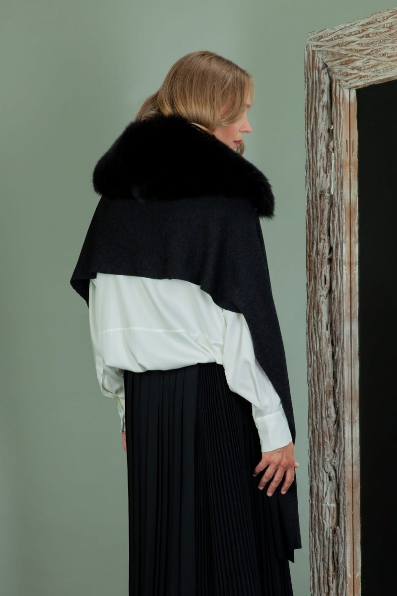 black baby merino wool shawl with detachable fox fur collar