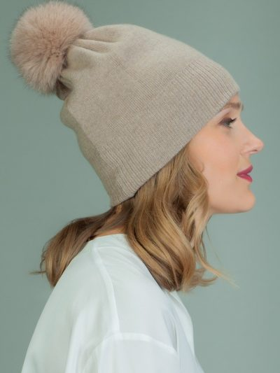 hand knit beige wool hat with fox fur pom-pom