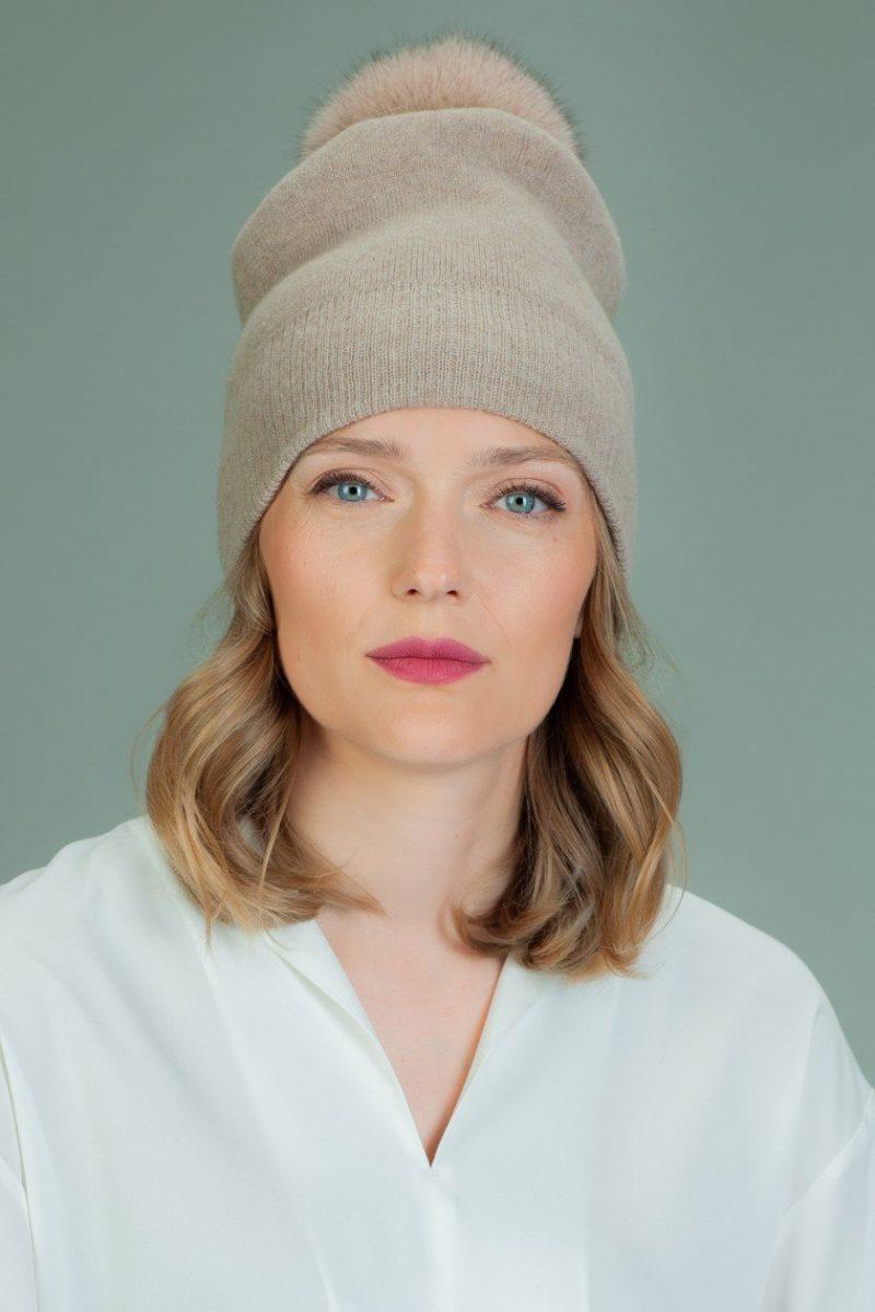 hand knit beige wool hat with fox fur pom-pom