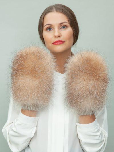 beige wool mittens with golden fox fur